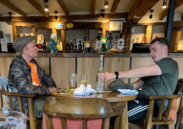 Keith Flint poche ore prima della morte al pub con il suo personal trainer