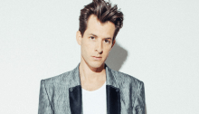 "Mark Ronson torna il 21 giugno con il nuovo album ""Late Night Feelings"" con collaborazioni di Lykke Li, Miley Cyrus, Alicia Keys e altri"