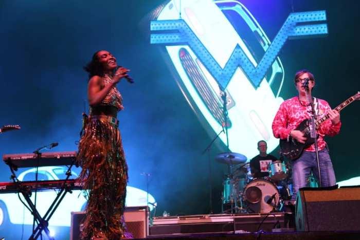 Weezer sul palco del Coachella con Chilli delle TLC e i Tears For Fears