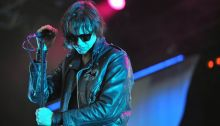 "The Strokes coverizzano ""A Little Respect"" degli Erasure"