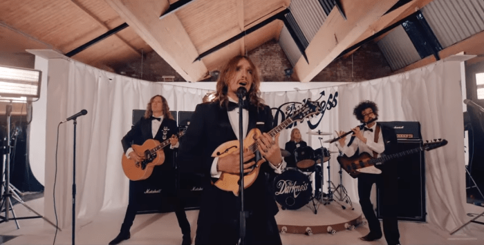 """The Darkness, il video di """"Rock And Roll Deserves To Die"""""""