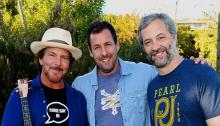 Eddie Vedder, Adam Sandler e Judd Apatow - Foto di Kevin Mazur