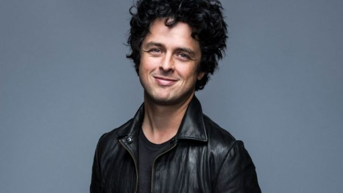 "Billie Joe Armstrong canta ""I Think We're Alone"""