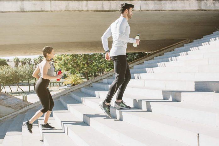 entrenamiento fuerza corredores en escaleras