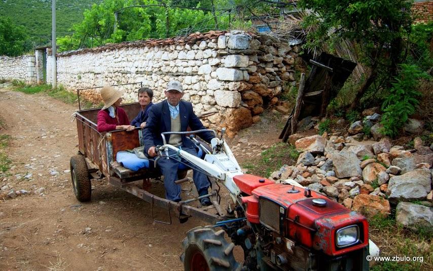 Visit of Micro / Minor / Small Prespa Lake, villagers in Shuec.
