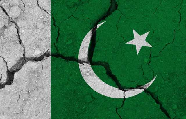 19 dead and 300 injured as powerful 5.8 magnitude earthquake strikes capital of Pakistan
