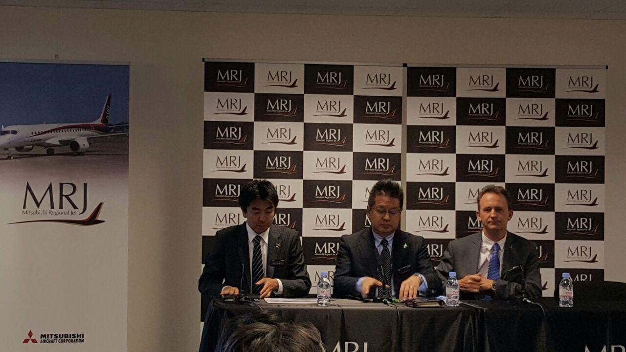 Ejecutivos durante conferencia de prensa.