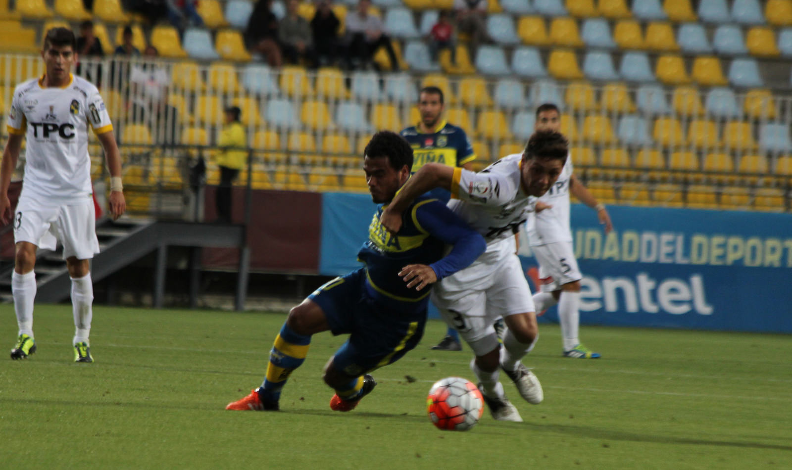 En guerra de goles, Everton hunde a Coquimbo Unido
