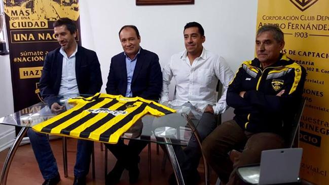 Ramón Climent fue presentado como nuevo técnico de Fernández Vial