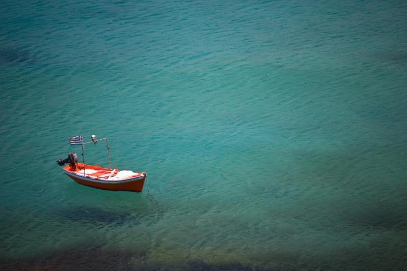 vila - bild på båt i vatten
