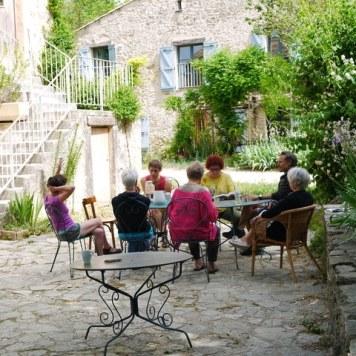 Discussion en terrasse