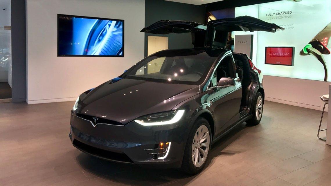 Foto: Tesla Model X Sedan en exhibición; City Center, Washington DC; Juan Daniel Correa