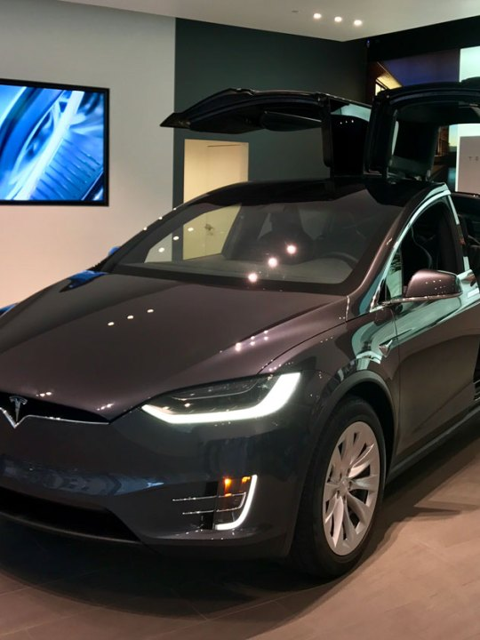 Foto: Tesla Model X Sedan en exhibición; City Center, Washington DC; Juan Daniel Correa