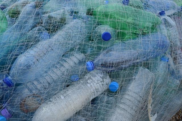 PET palackok tenger