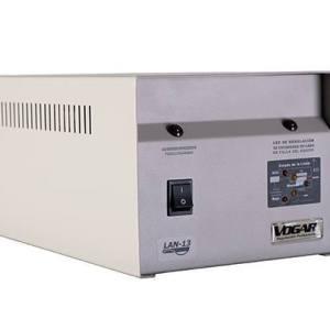 Regulador marca Vogar Monofásico con capacidad de 2 KVA, serie LAN-12. Proporcionan una protección eléctrica integral contra las variaciones de volaje.