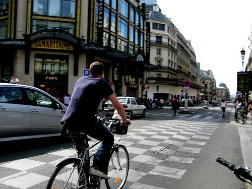 Francuska vlada plaćat će građanima da biciklom idu na posao i još će biti u plusu