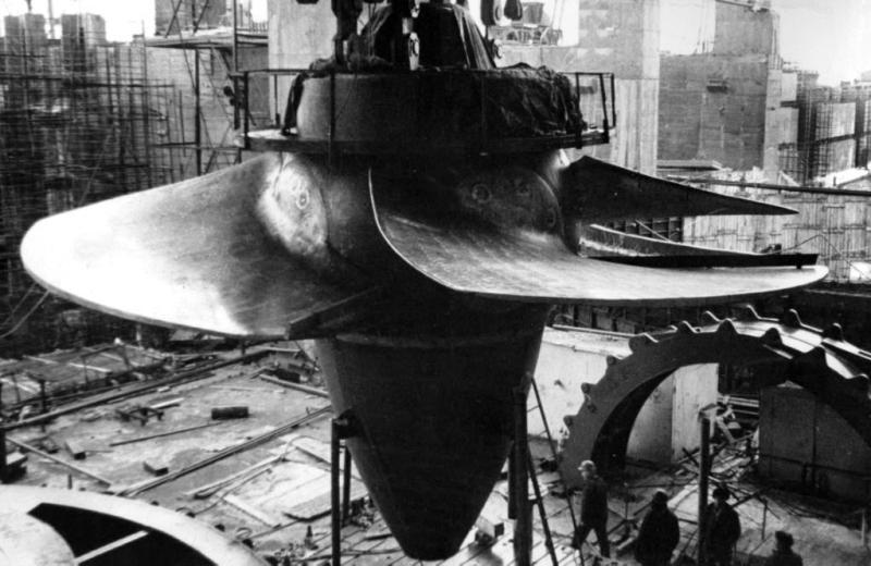 Сборка первой турбины Чебоксарской ГЭС