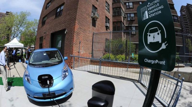 В США электромобили продаются лучше, чем машины с МКПП