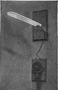 384px-Early_Cooper_Hewitt_mercury_vapor_lamp