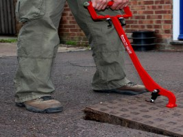 eazy-lift-manhole-cover-lifter
