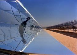 Параболические зеркала солнечной электростанции