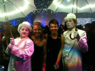The lovely Katrina (YesUCanKat) and I with the mimes (?) under their shining umbrellas :)
