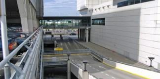 flughafen-amsterdam-tesla-taxis