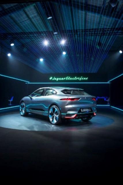 elektromobil-jaguar-fpace