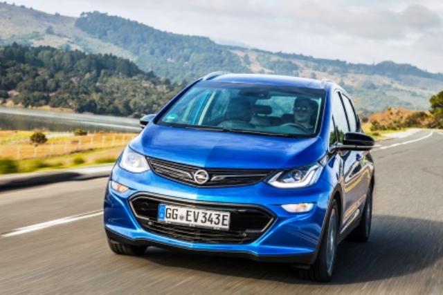 Opel-Ampera-e-laden