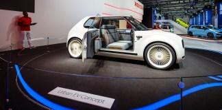 honda-elektroauto-schnellladesaeule