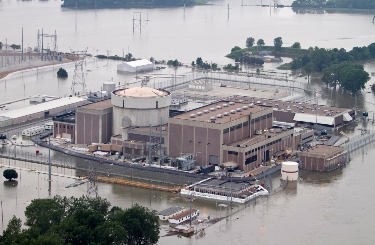 Fort Calhoun nuclear plant in a flood