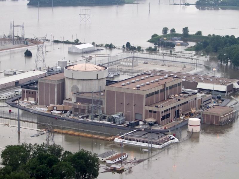 Fort Calhoun nuclear plant in a flood