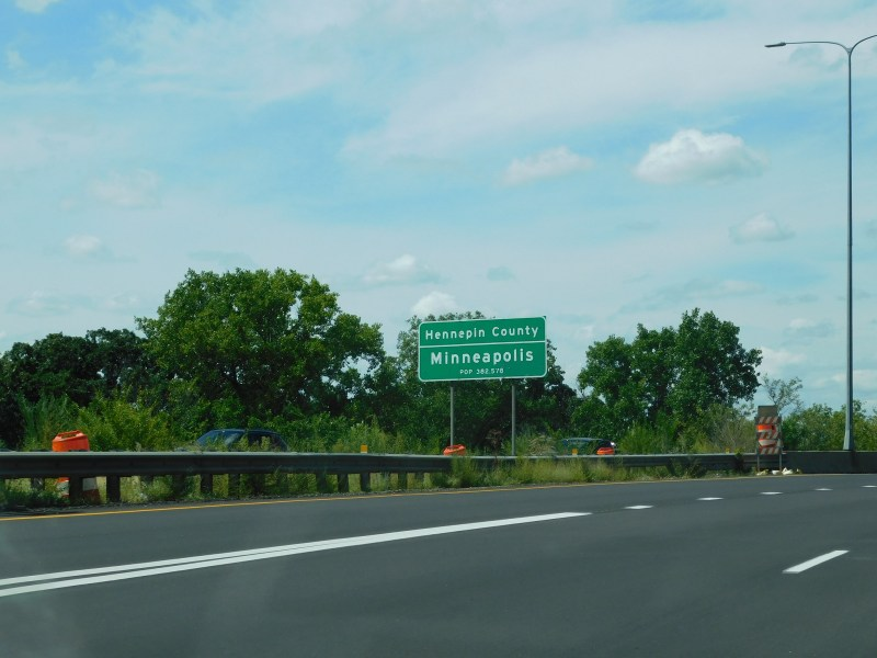 A roadside sign welcomes drivers to Hennepin County.