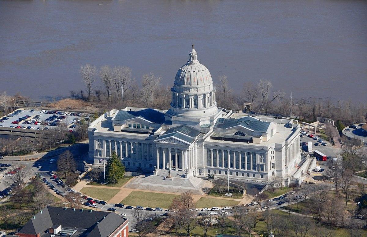 Aerial photo of the Missouri Capitol Building.