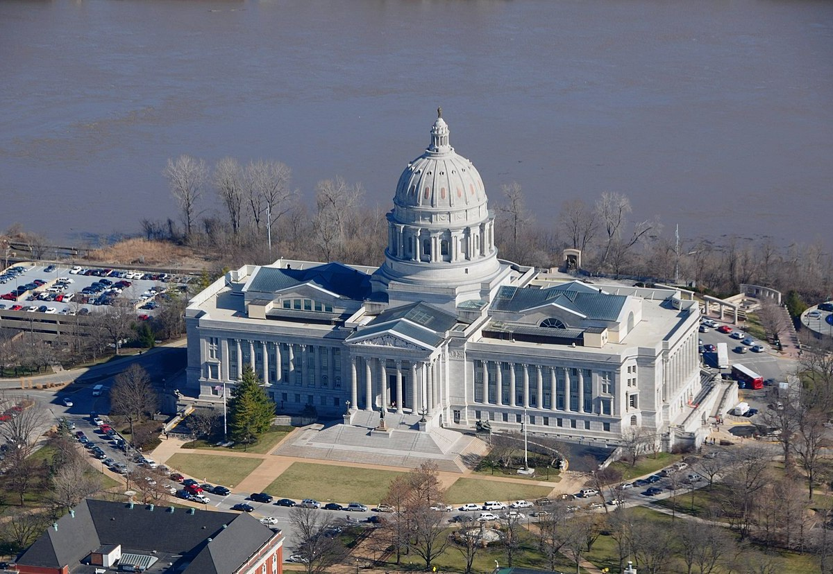 Aerial photo of the Missouri Capitol Building.