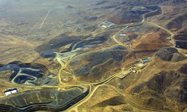 This image has an empty alt attribute; its file name is mining-waste-pollution-from-air.jpg