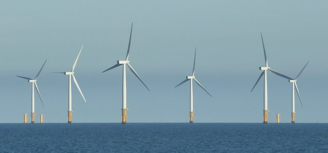Offshore wind is the most expensive renewable power source in Germany - nevertheless, it is promoted on a large scale (Photo by Rob Farrow (http://bit.ly/1kjE7dv), modified, CC BY-SA 2.0)