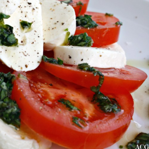 nærbilde av tomatsalat