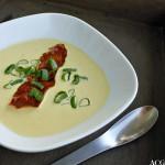 Gul squashsuppe med nøtter