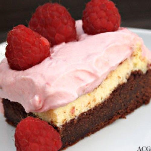 trelags brownie med bringebærkrem fra Hummingbird Bakery