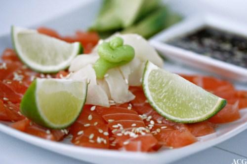 sashimi med avokado og sashimisaus