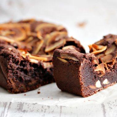 3 biter brownies med melkesjokolade og kokos