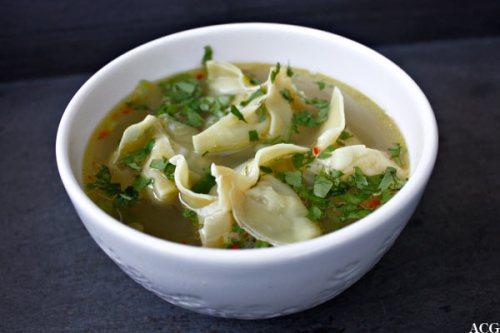 suppeskål med won ton-suppe