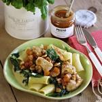 Kylling med aprikospesto og kremet spinat