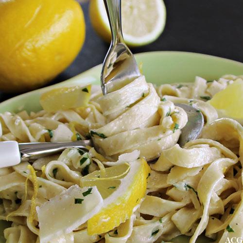 Nærbilde av pasta al limone
