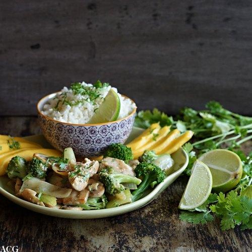 Grønn curry med brokkoli og sopp