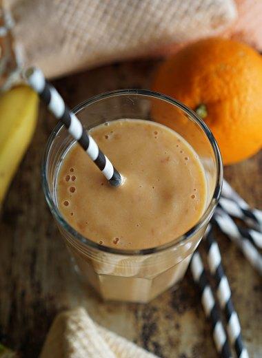 smoothie med banan, mango og appelsin
