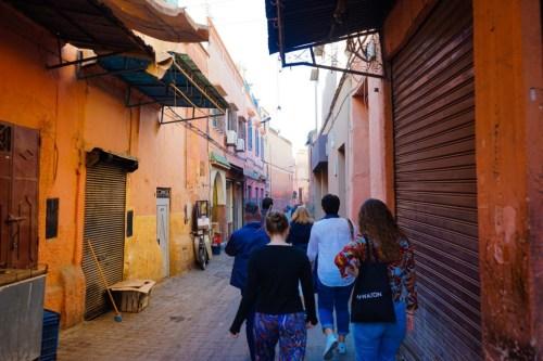 Fargerike gater i Marrakech