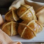 Hot cross buns (rosinboller med krydder)