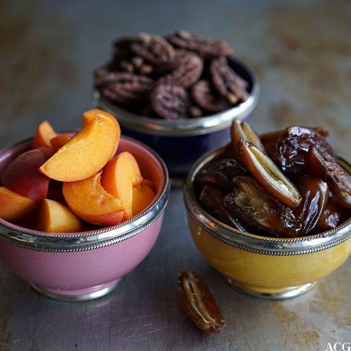 aprikos, dadler og nøtter til sommersalaten